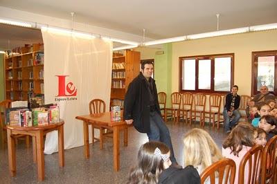Xosé Neira Cruz no club de lectura compartida Lendo Contigo