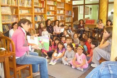 Tres profesoras do colexio Chano Piñeiro veñen contar ao Contomar