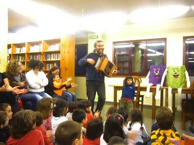 O músico e contacontos Servando Barreiro abre as portas da Casa da Lectura
