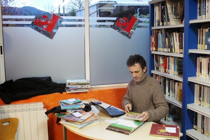 A biblioteca da Casa da Lectura chega aos 2.000 títulos e incrementa o servizo de préstamo
