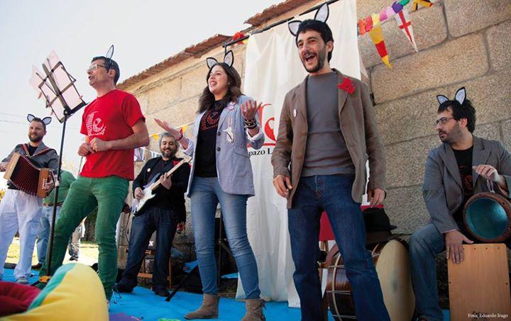 A Banda dos Cueiros ofrece un concerto para o alumnado da Galiña Azul de Nigrán