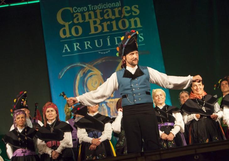 Pablo Rial, acordeonista da Banda dos Cueiros, nominado nos Premios Opinión como director de Cantares do Brión