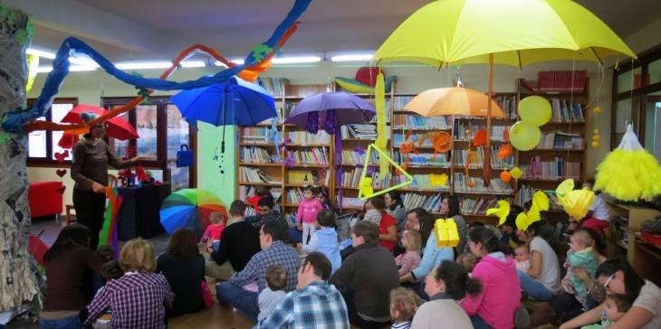 Espazo Lectura presenta no IES de Chapela a experiencia de Contos en Cueiros para alumnado do ciclo superior de Educación Infantil