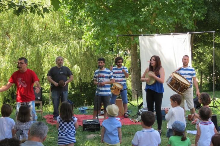 Concerto da Banda dos Cueiros no parque forestal de Beade