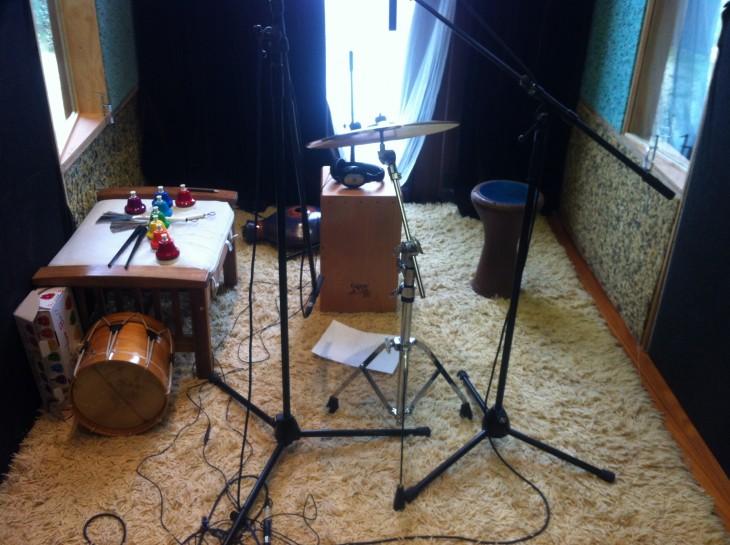 A Banda dos Cueiros, no estudio de gravación