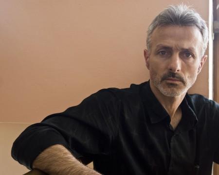 O escritor Xabier Quiroga inaugura a tempada do club Sete Vidas, que pasa a celebrarse os xoves