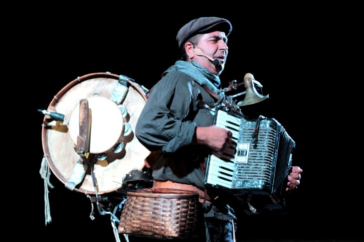 O Contomar volve ás rúas de Gondomar para celebrar o Día do Libro con contos e a música do Cé Orquestra Pantasma