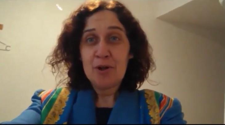 A escritora e actriz Paula Carballeira apoia a campaña «Por unha biblioteca digna para Gondomar»
