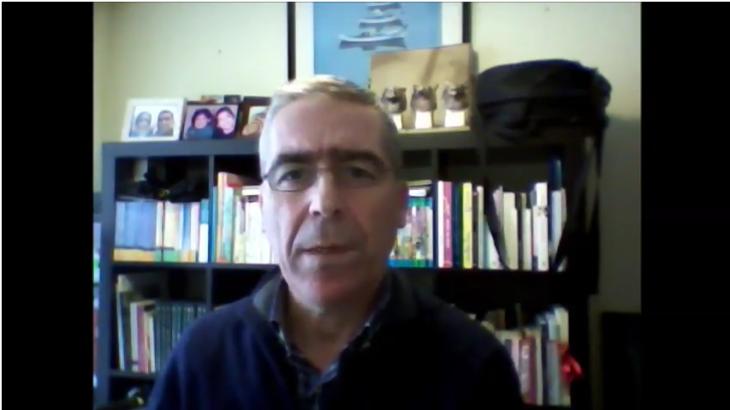 O escritor Antonio Yáñez apoia a campaña «Por unha biblioteca digna» para Gondomar