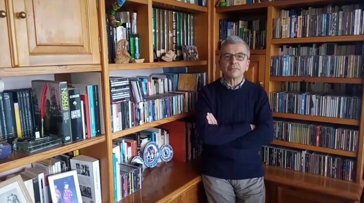 O escritor Ramón Caride apoia a campaña «Por unha biblioteca digna» para Gondomar